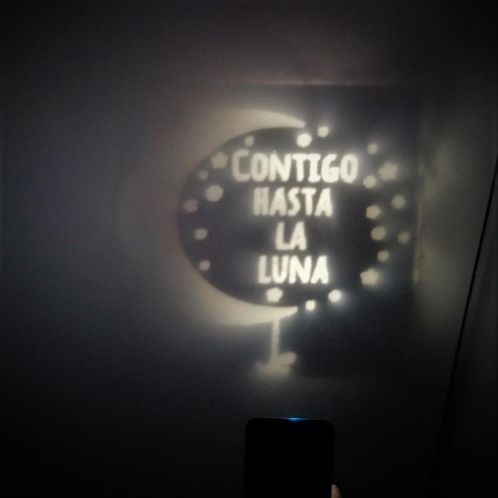proyección personalizada contigo hasta la luna joyas